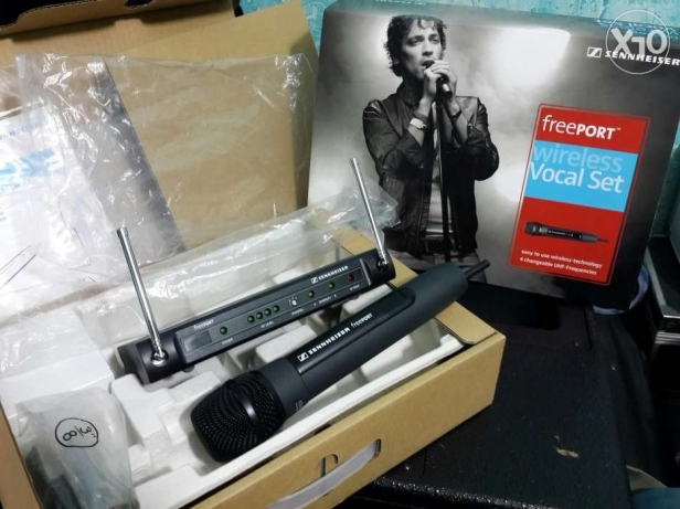 For sale senhizer wireless microphone