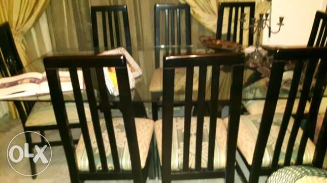 brand new table and its 8 chairs for a dining room المرفأ -  2