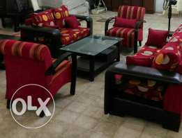 Salon 4 peices still new very good quality leather and cloth