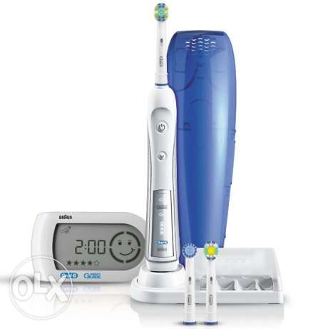 NEW - Oral - B Triumph 5000