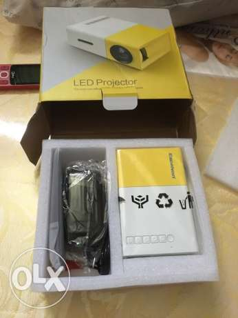 Led lcd projector