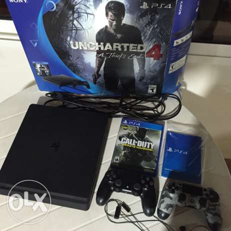 Play station 4 (ps4) slim