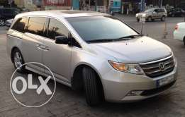Honda Odyssey Touring 2011 Excellent Condition, clean car fax