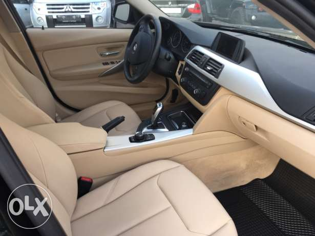 BMW 320 Black 2012 Fully Loaded in Showroom Condition! بوشرية -  8
