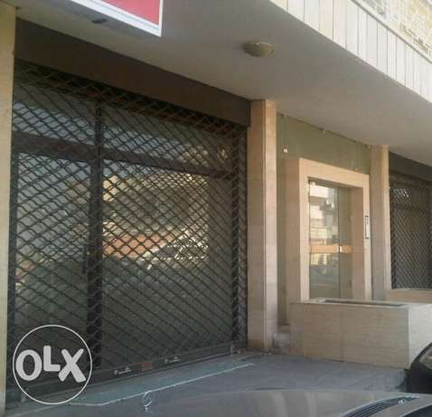 Shop For rent Qornet El Hamra