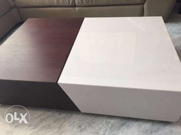 Living Room Tables (elegant set) with free 3 set coffee tables