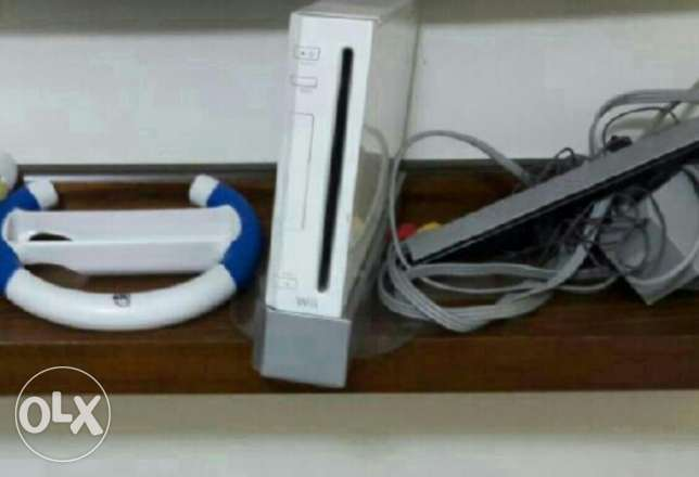 Wii nintendo perfect price and many games and consoles like new فردان -  1