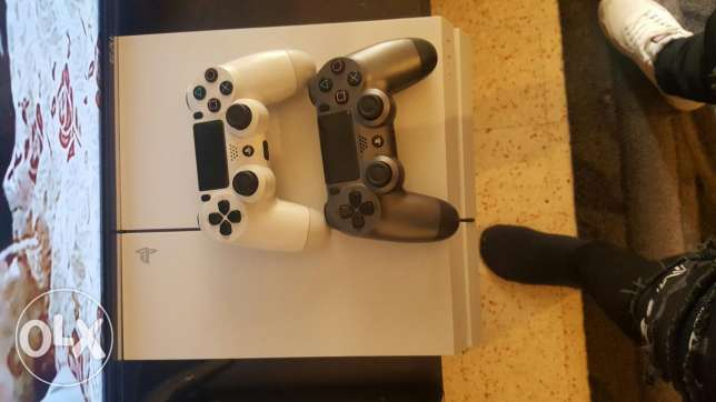 Ps4 with 2 joystick 4 games