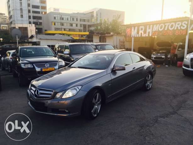 Mercedes E250 Gray 2010 Top of the Line in Excellent Condition! بوشرية -  4