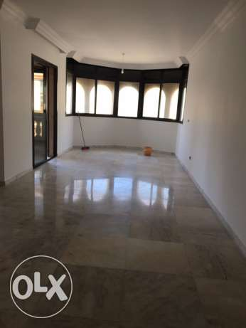 Talet Khayyat: 300m apartment for rent