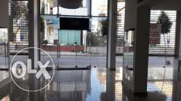 Showroom for rent located in commercial building prime location zalka