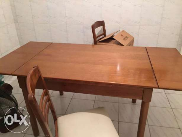 wooden table (oak wood) with 4 chairs the table can be extended 200$ عجلتون -  5