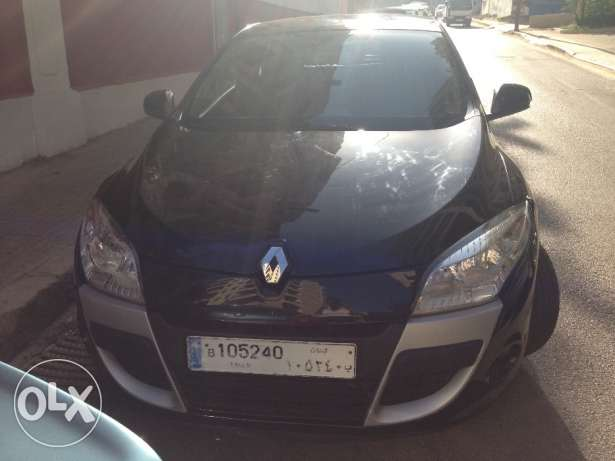 Renault Megane Coupe 2012/ Black/ Enhanced Speakers/ Great Condition أشرفية -  2