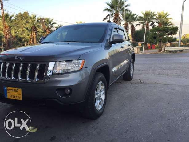 2012 extra clean grand Cherokee navigation plus rear view camera البترون -  1