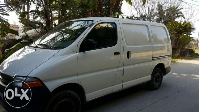 toyota hiace white 2008 excellent condition 4 wheels