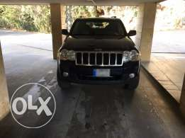 grand Cherokee 2009 lifted 4 inch very clean negotiable