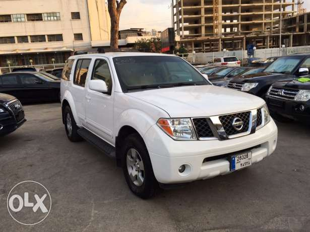 Nissan Pathfinder 2005 White in Excellent Condition! بوشرية -  1