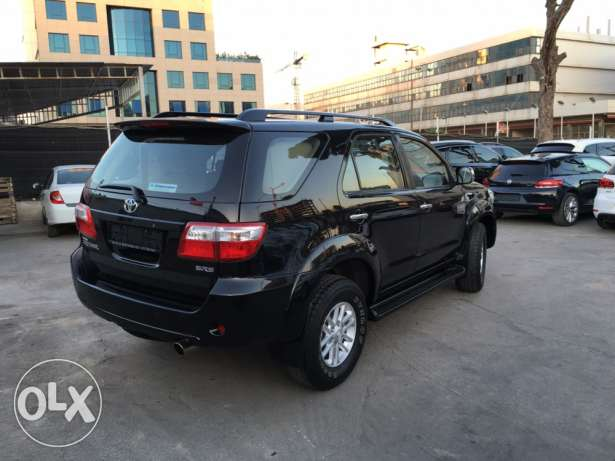 Toyota Fortuner Black 2011 Top of the Line in Excellent Condition! بوشرية -  4