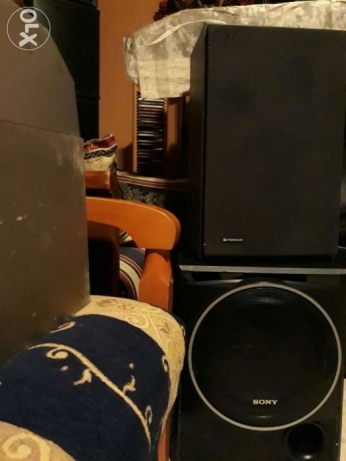 "3 speakers one Sony subwoofer 10inch 2nd Sony 8""Sony the 3rd 8""pioneer"