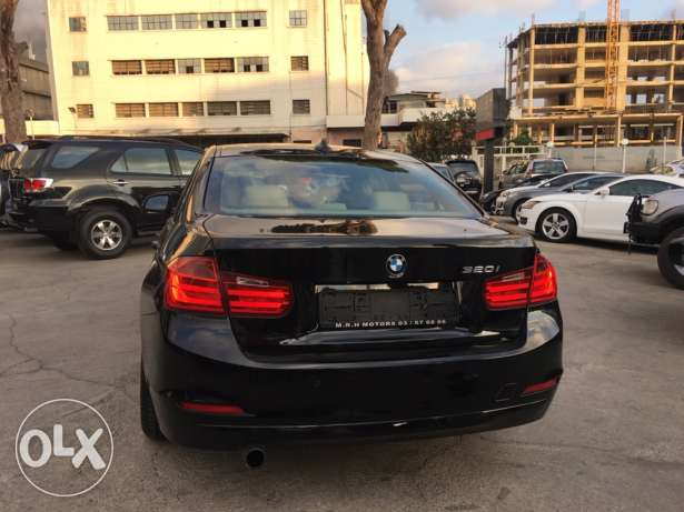 BMW 320 Black 2012 Fully Loaded in Showroom Condition! بوشرية -  6