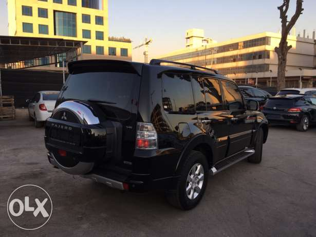 Mitsubishi Pajero 2010 Black Top of the Line in Excellent Condition! بوشرية -  3