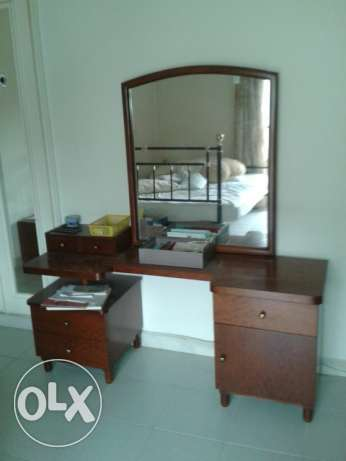 Good Deal!! Dressing table in great condition for an amazing price!