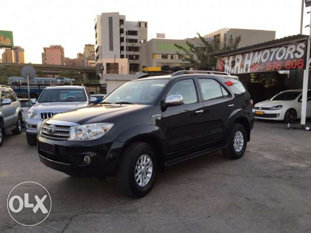 Toyota Fortuner 2011 Black Top of the Line in Excellent Condition! بوشرية -  3