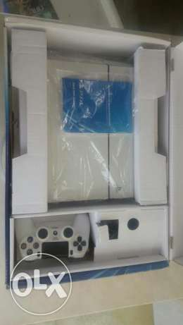 white ps4 with cd for sale
