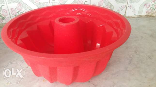Silicone cake mold deformable