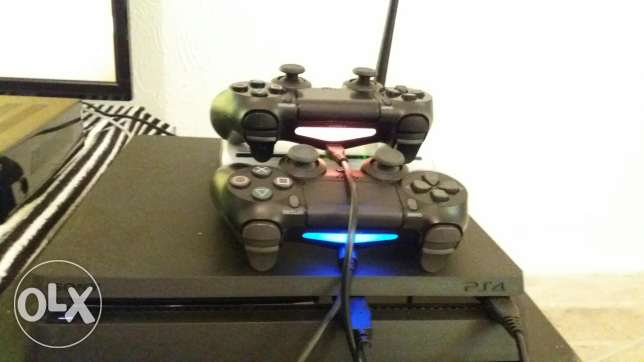 Ps4 and 2 controll with 2 games