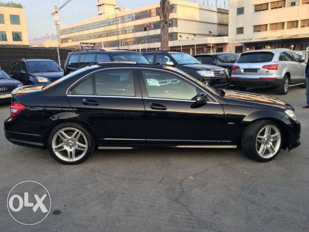 Mercedes C200 CGI 2010 Black/Black AMG Kit Panoramic Like New! بوشرية -  4
