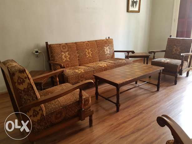 Spanish style 10 pieces salon, good condition (1200$ with tables)