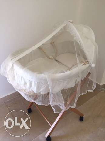 basket baby bed with stand like new
