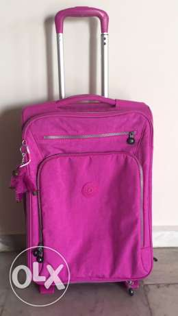 2 kipling travelling bags (1 carry on + 1 normal size 23kg)