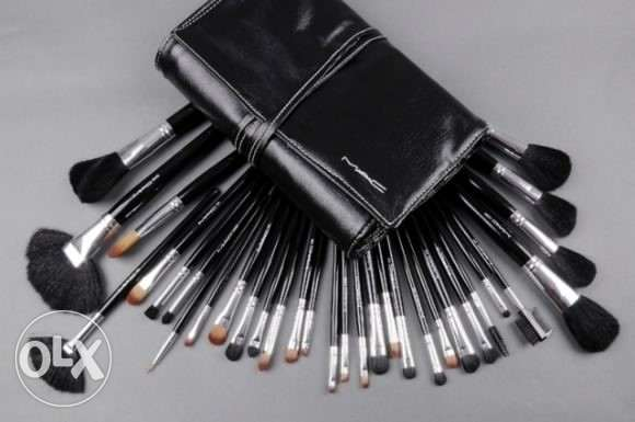 Cosmetic facial brushes By MAC