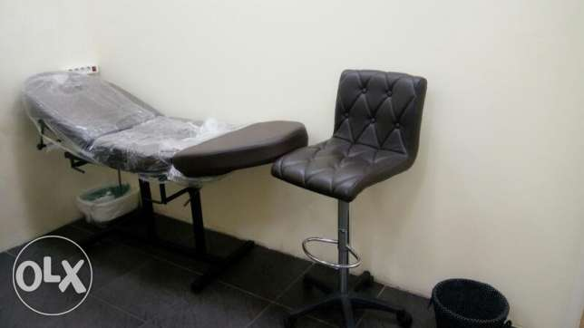 Chariot for make up Massage with its chair