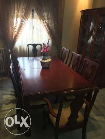 Dinner table + 3 extensions + 8 chairs (Condition as new)