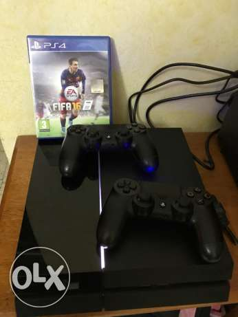 play station 4 (ps4) 2 controllers 5 games