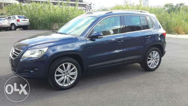 Volkswagen tiguan blue and black leather 2011 أشرفية -  5
