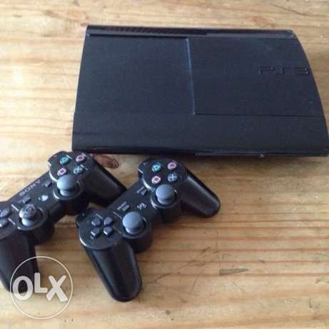 PS3 with 2 controlers and 5 awesome games