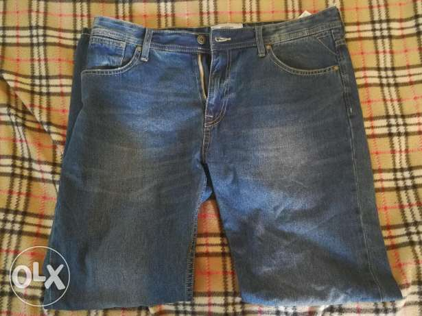 Jeans Springfield size 36 and never worn.