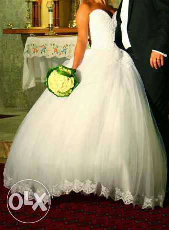 wedding dress and scarve and bride's maids 3 sizes for rent أشرفية -  5