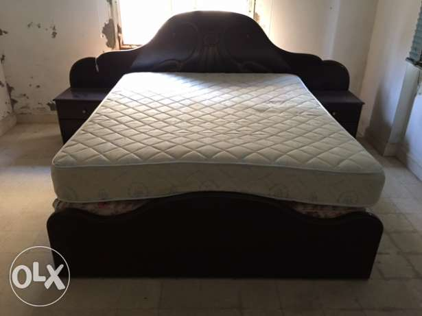 Selling Bed with 2 nightstands in great condition