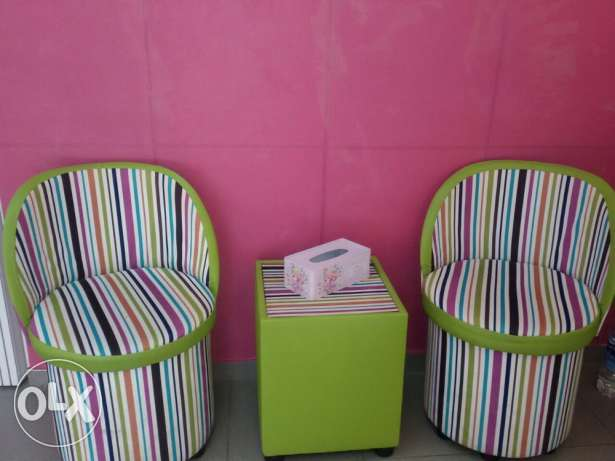 2 colored chairs and table راس النبع -  1