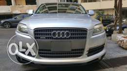 Audi Q7 model 2007 still as brand new with a very excellent condition