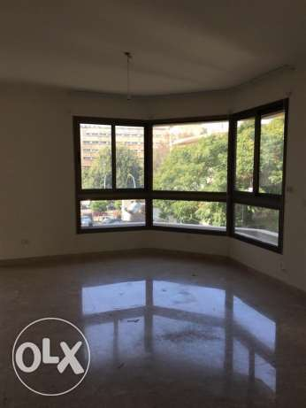 Ras Nabeh: 200m apartment for rent.