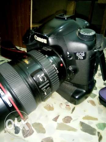 7d in good condition with lens 24'105 w grip w charge w bag w memory المية و المية -  1
