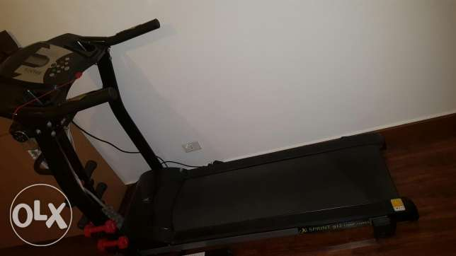 Treadmill for sale with 2 dumbells and anti cellulite ceinture