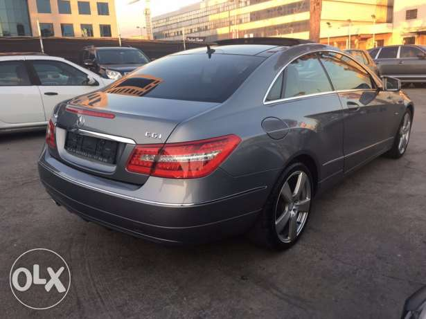 Mercedes E250 Gray/Red 2010 Fully Loaded in Excellent Condition! بوشرية -  8