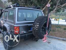 lift up cherikee arb defrential winch jacked up many extra curtaim